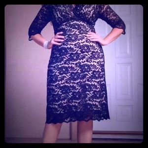 Perfect for the holidays kiyonna lace dress